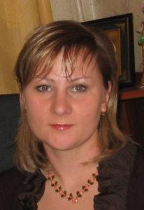 Хозяйка интернет-магазина бус, колье и ожерелий ЛориБус