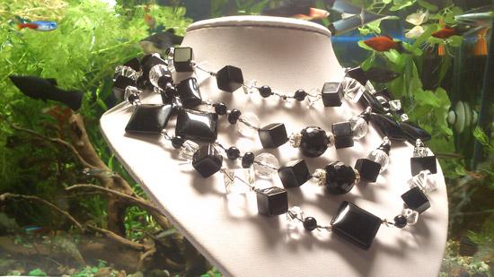 Подобрать замечательные бусы, колье или ожерелье к Новому году можно в Сокольниках