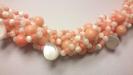 """Ожерелье из перламутра и коралла розового """"Бежевый бриз"""""""